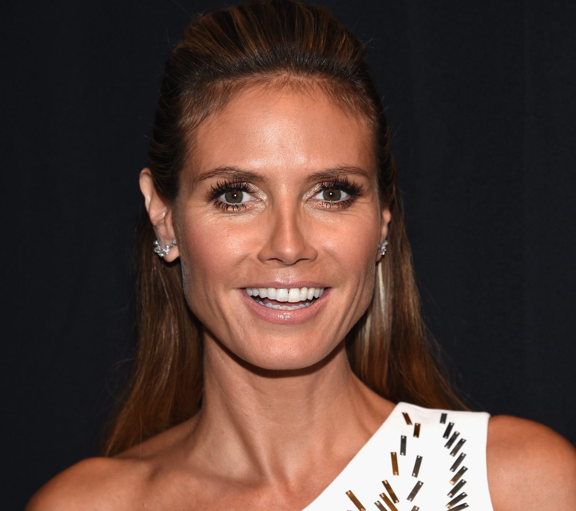 Heidi Klum looks like a warrior goddess in this metallic Emmy dress