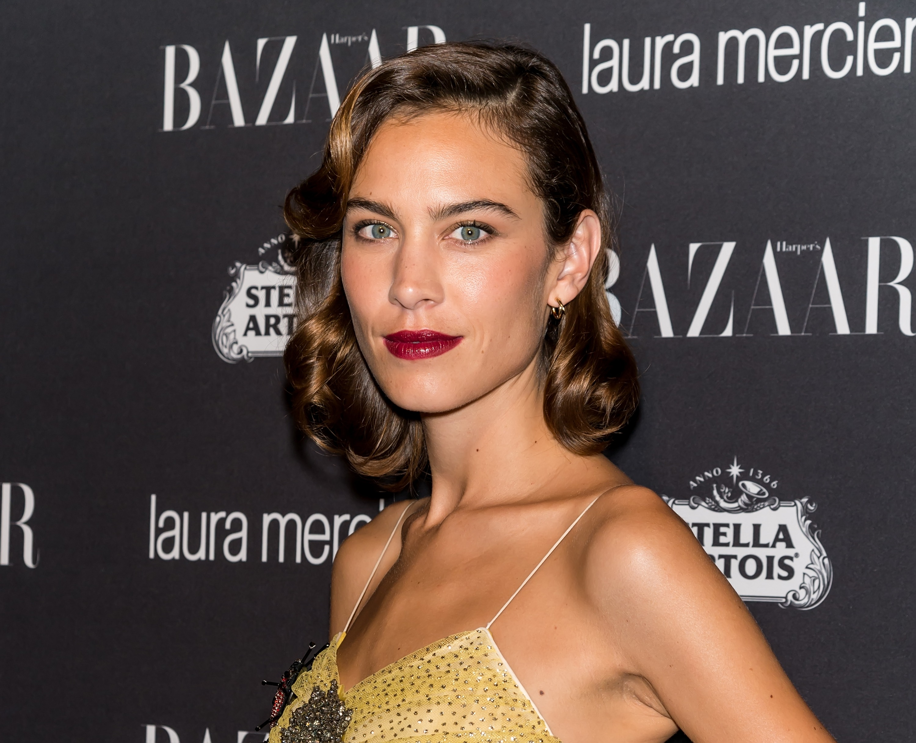 46d79f4d289 Alexa Chung s NYFW outfit is the perfect from-summer-to-fall look ...