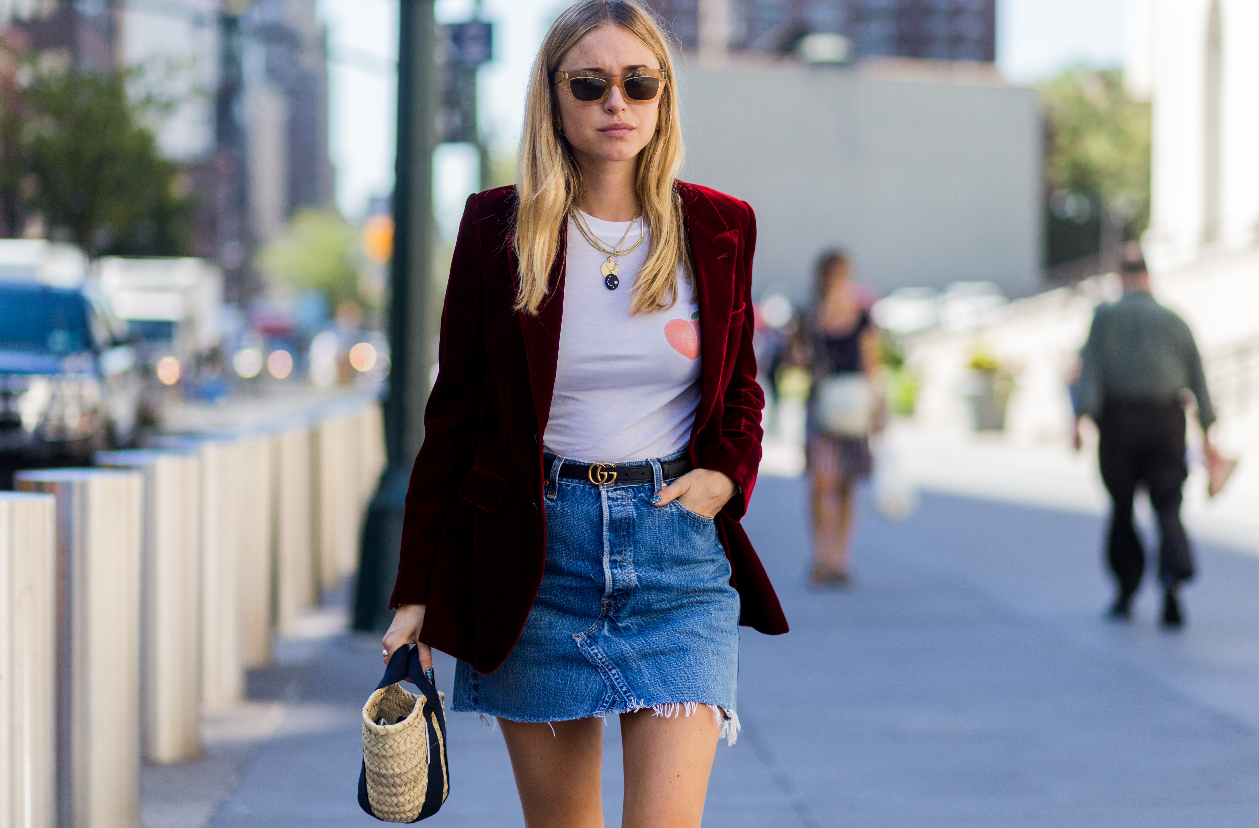 18 street style girls at nyfw that will give you serious. Black Bedroom Furniture Sets. Home Design Ideas