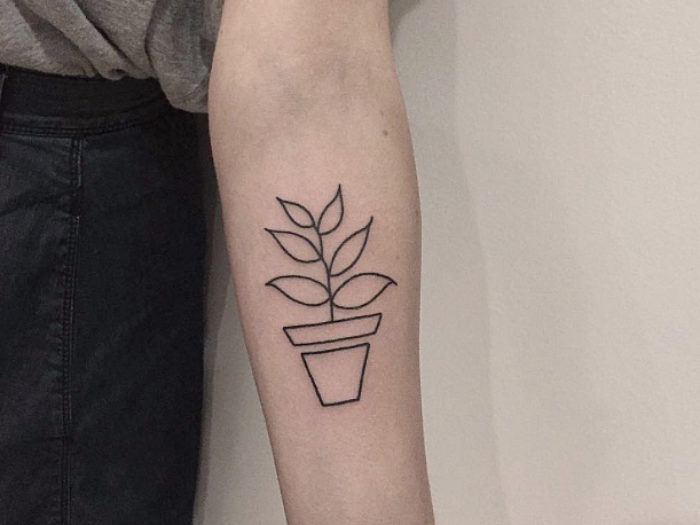 Best Straight Line Tattoo Artist : This artist s simple linework tattoos are your best