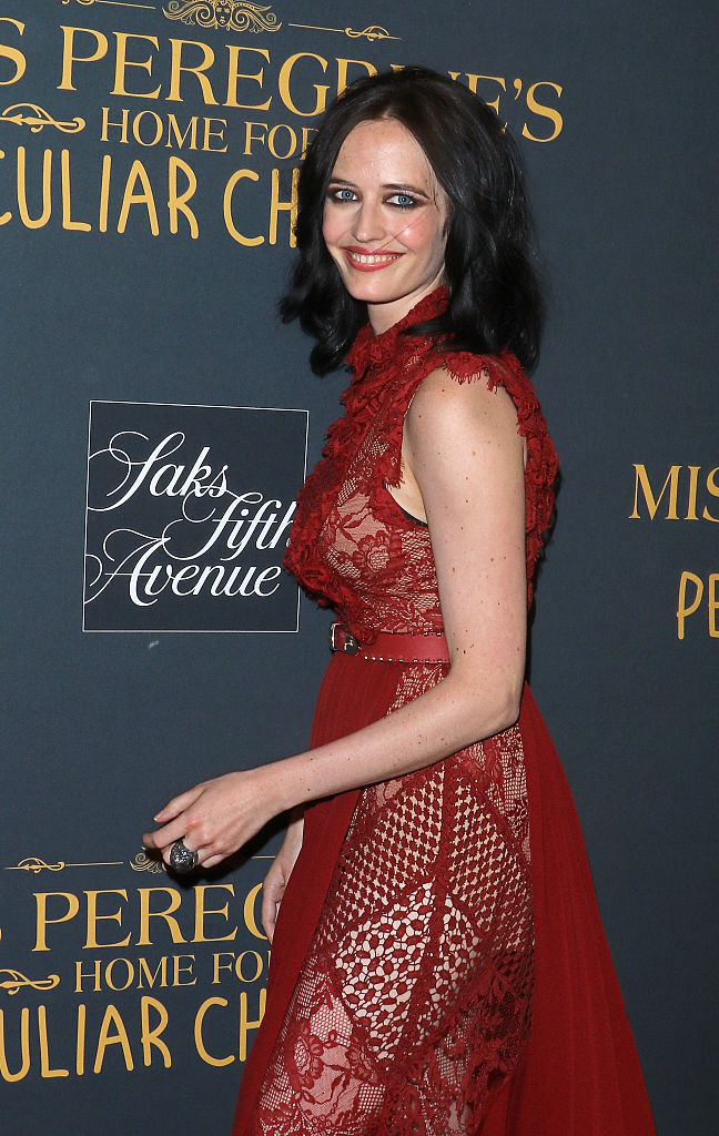 Eva Green Looks Like A Vision In Red At The Premiere Of