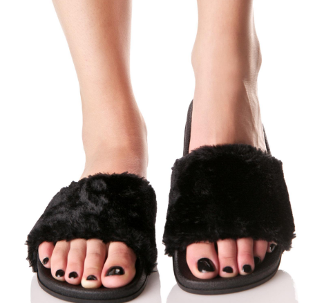 4861a4ff56d 11 furry shoes to make you feel like part of the stylish