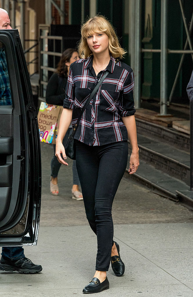 Taylor Swiftu0026#39;s plaid chic outfit is PEAK T-Swift | HelloGiggles