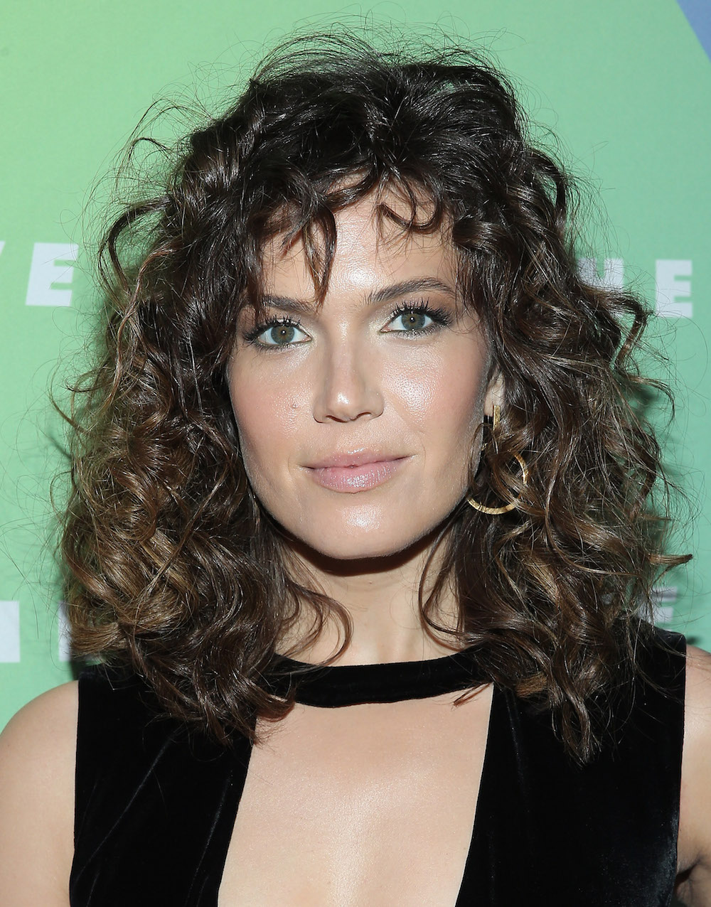 Mandy Moore S Curly Perm Was Actually Inspired By These Two 80s
