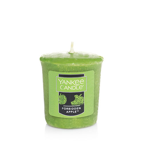 these are the 15 halloween candles you need to take october to the next level hellogiggles. Black Bedroom Furniture Sets. Home Design Ideas