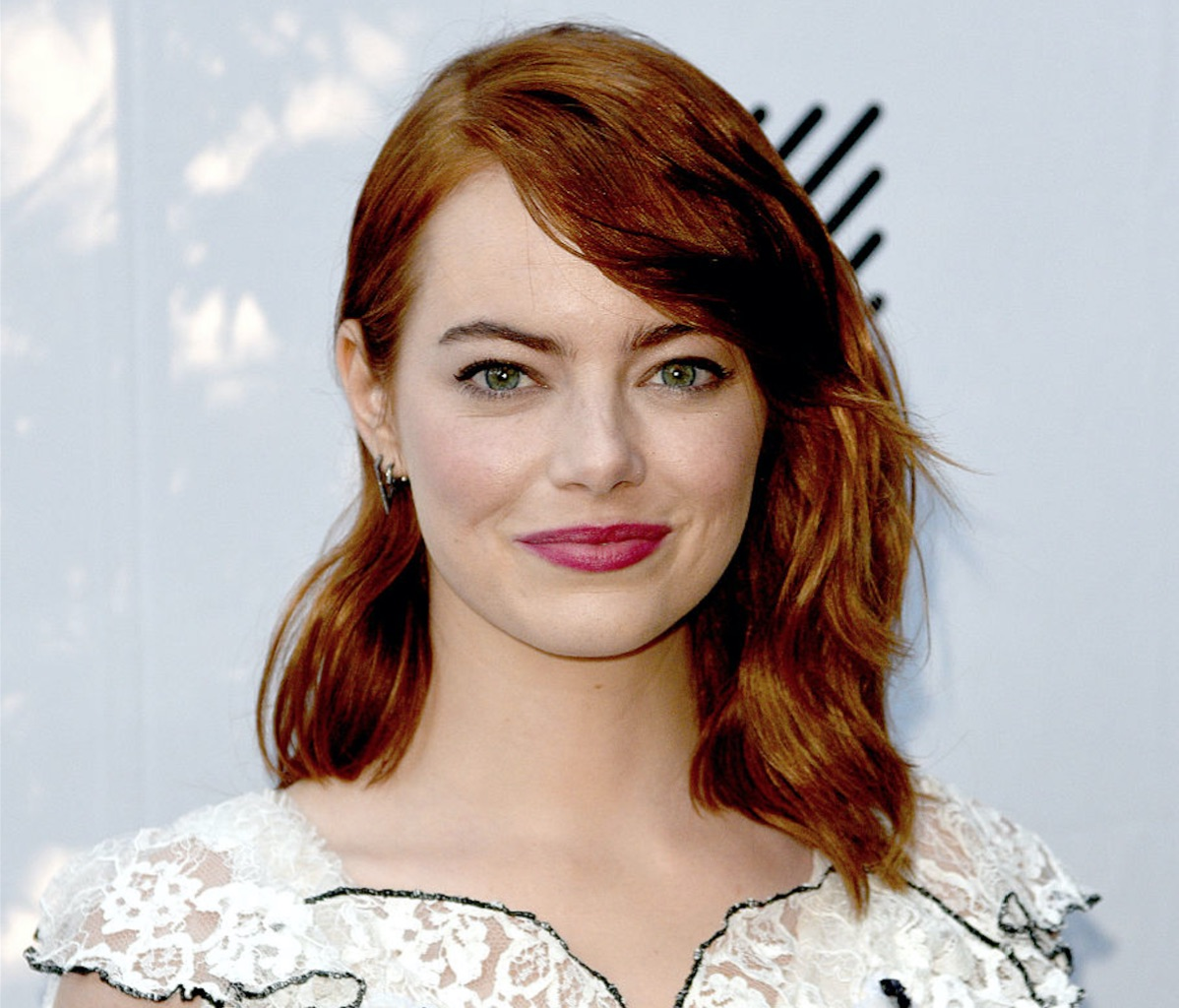 Emma Stone's latest dress almost looks like a black and white drawing and it's so cool!