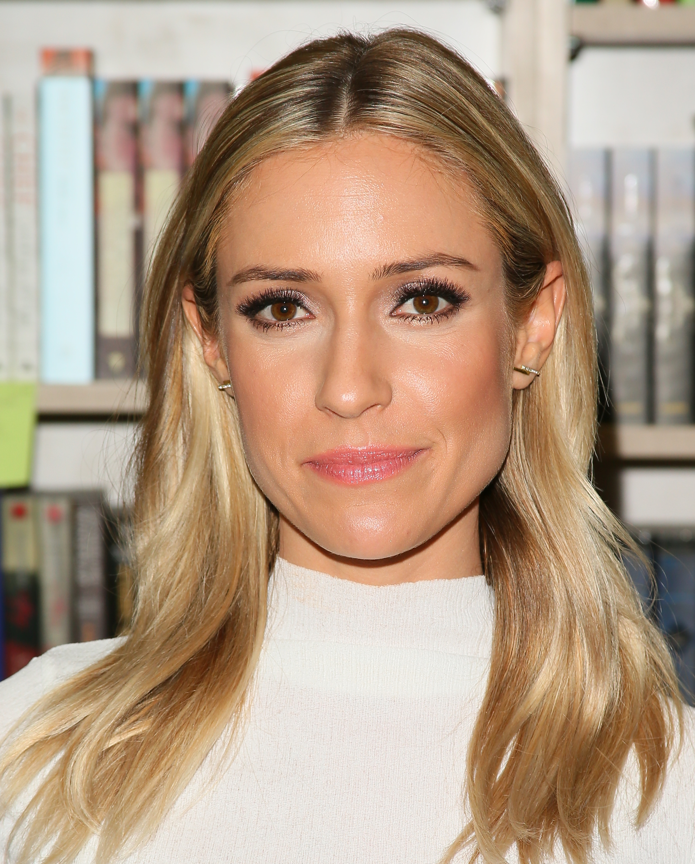 Kristin cavallari goes platinum blonde changing her hair for the and here she is earlier this year winobraniefo Images