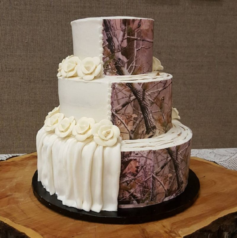 10 weirdest wedding cakes camouflage wedding cakes are trending and it s but 10017