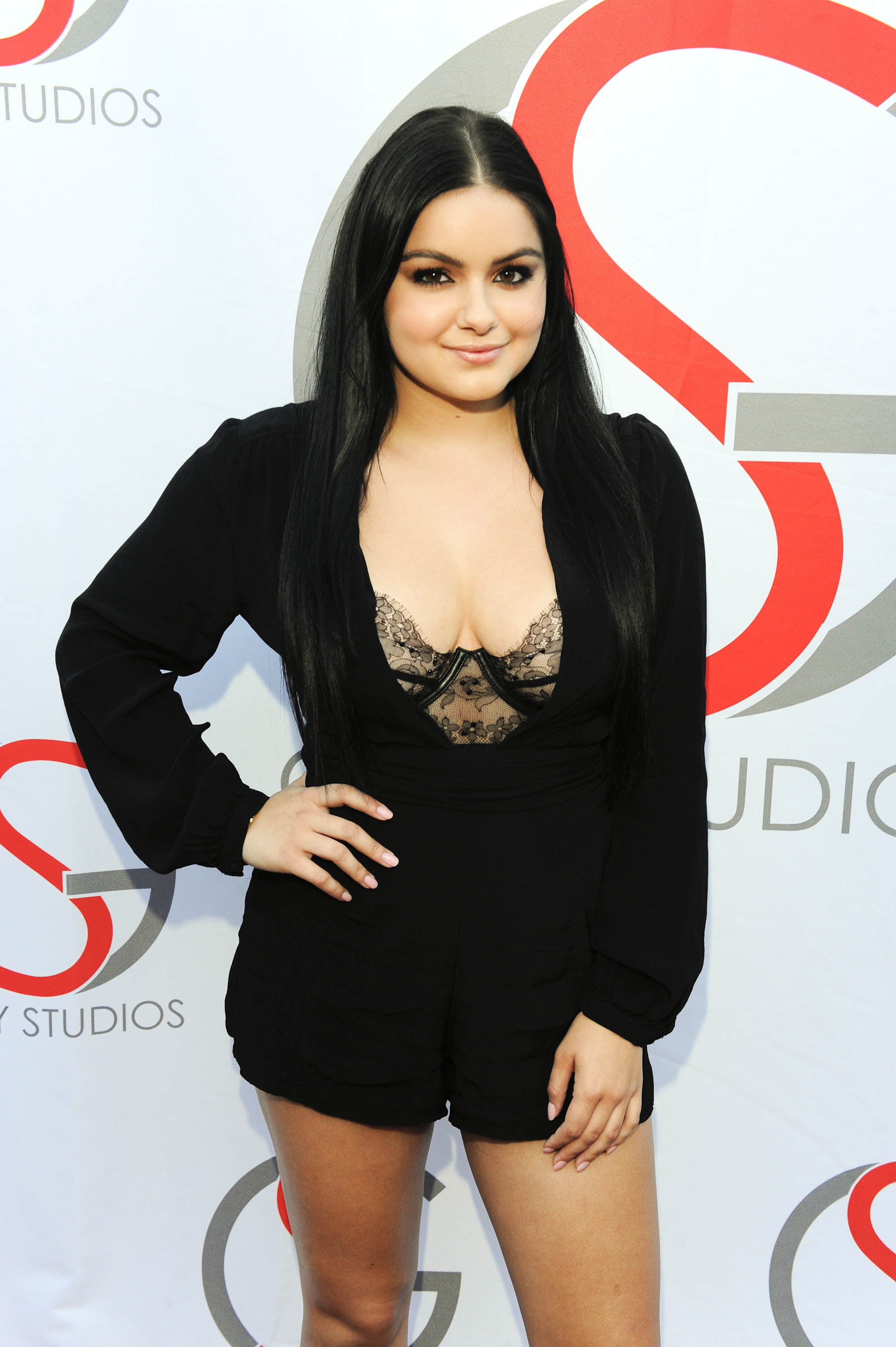 5a68acb34b Ariel Winter's latest exposed bra look is empowering AF - HelloGiggles