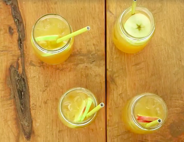 This caramel apple sangria recipe is the absolute perfect (and easy) fall cocktail