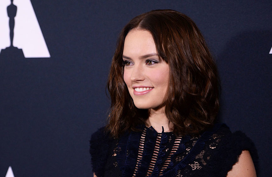 Daisy Ridley S New Haircut Is So Sharp It Could Cut Glass Hellogiggles