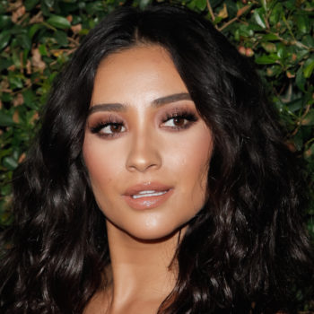 """Shay Mitchell is channeling Julia Roberts' """"Pretty Woman"""" look with her latest hairstyle"""