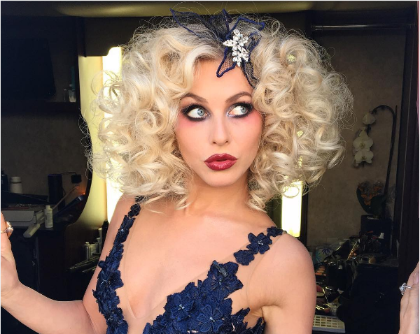 Julianne Hough's Shirley Temple-inspired 'do proves that the hottest hair right now is big and curly