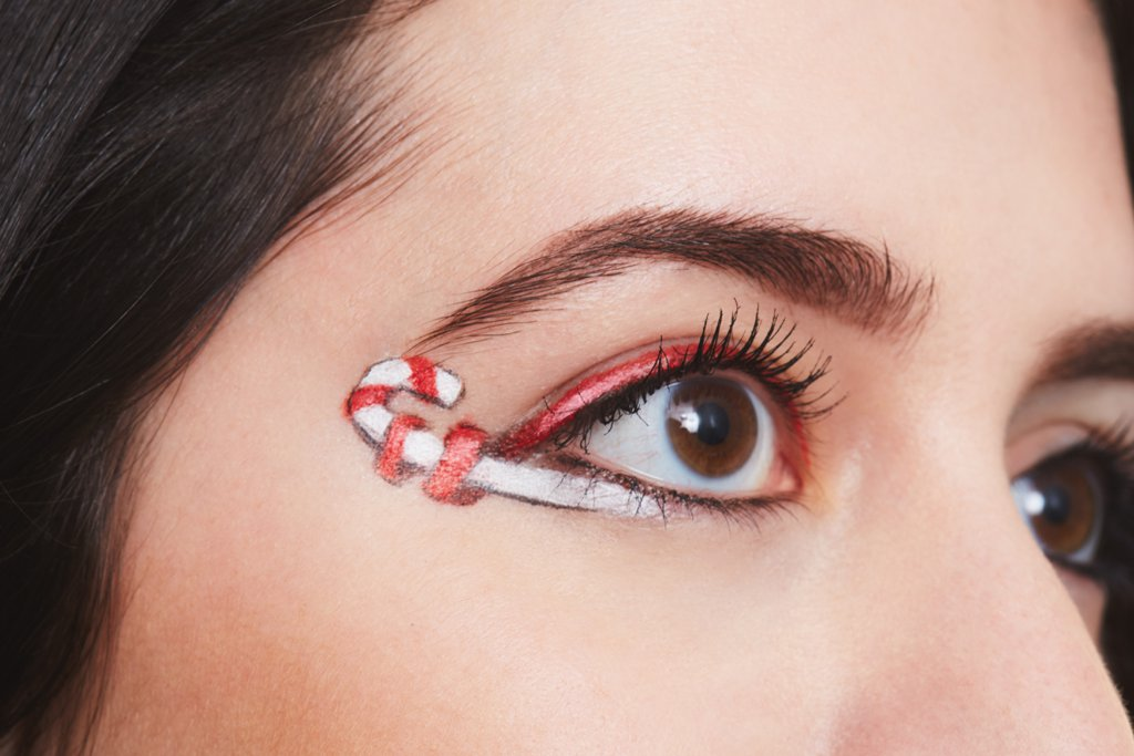 Candy Cane Eyeliner Is A Sweet Holiday Makeup Trend Were Weirdly