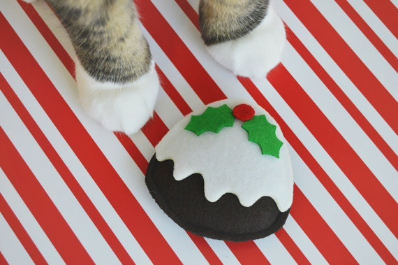 8 adorable stocking stuffers for your cat, because it's never to early to holiday shop for your fuzzy BFF