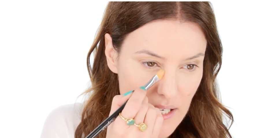 We found a super comprehensive makeup tutorial for glasses-wearers, and, FINALLY!