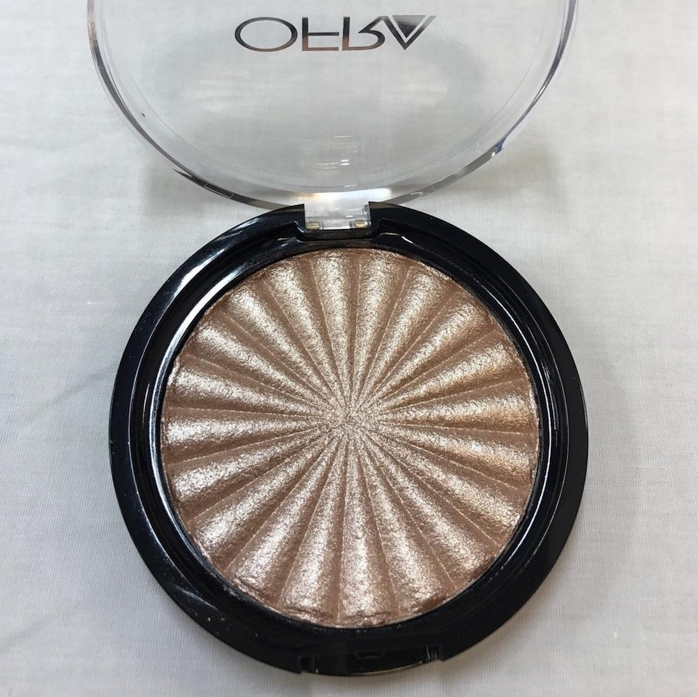This new highlighter from Ofra Cosmetics is purely dazzling and it will probably be our new holy grail product