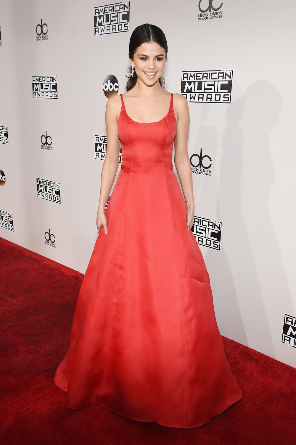 LOS ANGELES, CA - NOVEMBER 20:  Singer Selena Gomez attends the 2016 American Music Awards at Microsoft Theater on November 20, 2016 in Los Angeles, California.  (Photo by Frazer Harrison/AMA2016/Getty Images for dcp)