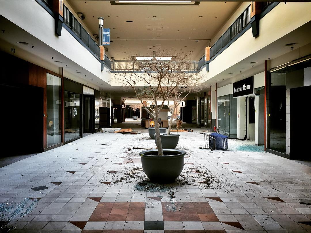 These Abandoned Mall Photos Will Haunt Your Dreams