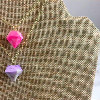 This DIY aromatherapy necklace looks pretty and de-stresses you at the same time