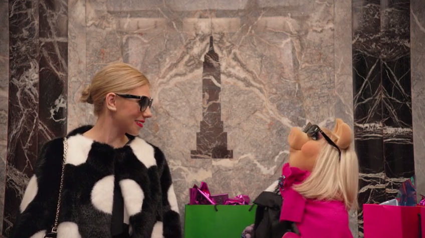 Zosia Mamet Wedding.Miss Piggy And Zosia Mamet Star In The New Kate Spade Commercial