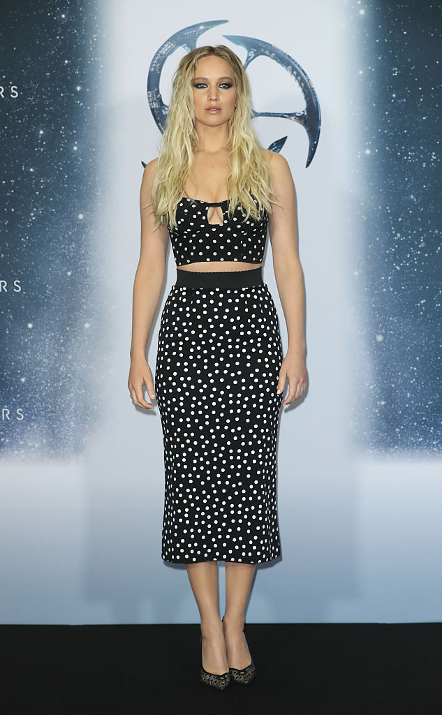 Jennifer lawrences polka dot crop top outfit has us pining for jennifer lawrences polka dot crop top outfit has us pining for warmer weather voltagebd Image collections