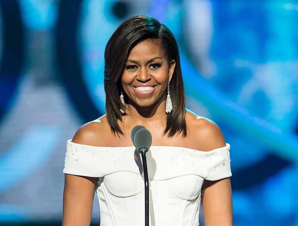 770970002157d Here s why everyone is talking about Michelle Obama s green dress