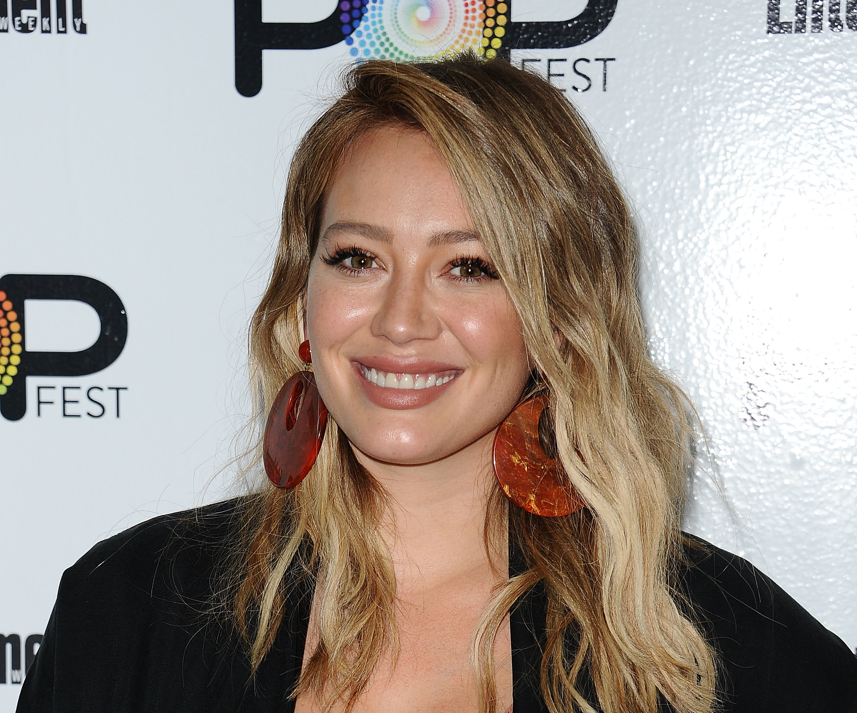 Hilary Duff's oversized sweater has the most stunning bird design on it