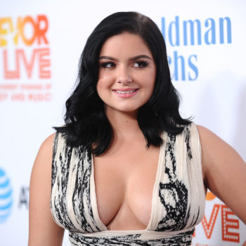 """Ariel Winter's """"Santa Baby"""" look is unbelievably fire — and OMG that blonde hair"""