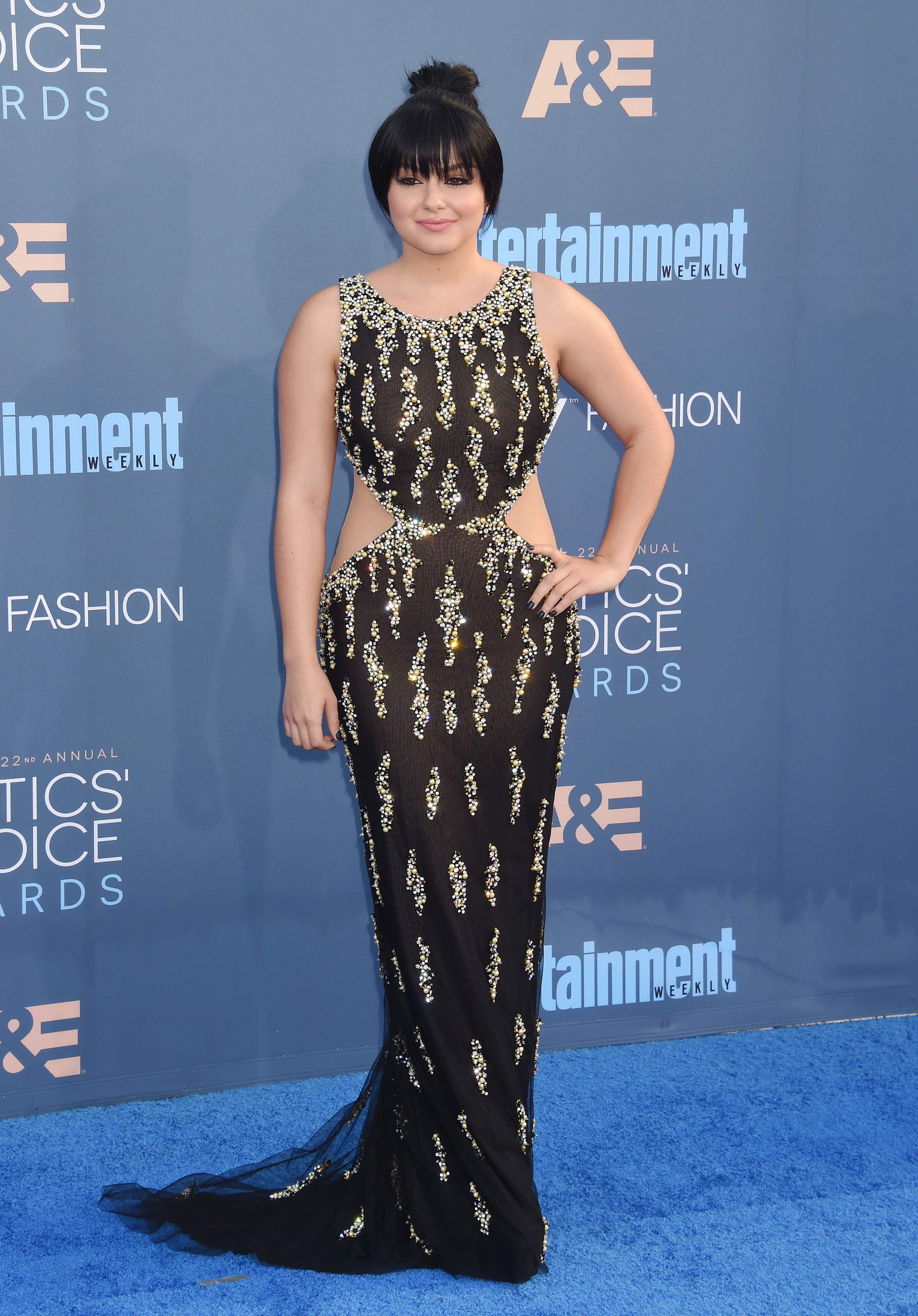 Ariel Winter 39 S Slitted Dress With Cascading Jewels Looks Fit For A Divine Disney Villain
