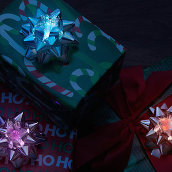 Add some actual flair to your Christmas presents with these LED fiber optic bows