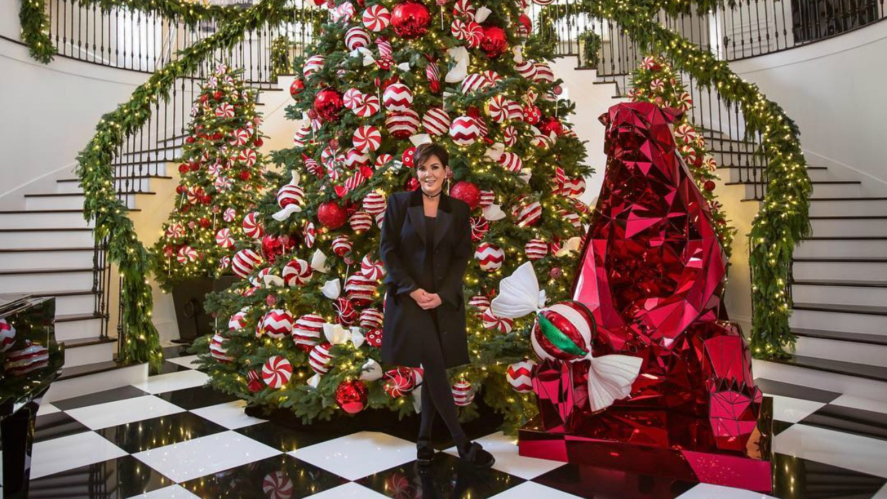 if you love christmas decorating you need to see this video from inside kris jenners home - Homes Decorated For Christmas On The Inside