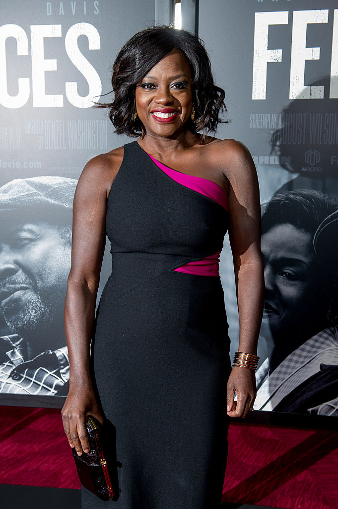 Viola Davis Slays In A Black Dress With Pop Of Fuchsia At Fences Screening Hellogiggles