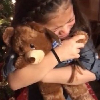These little girls received teddy bears with recordings of their late grandfather's voice for Christmas, and their reactions are so beautiful