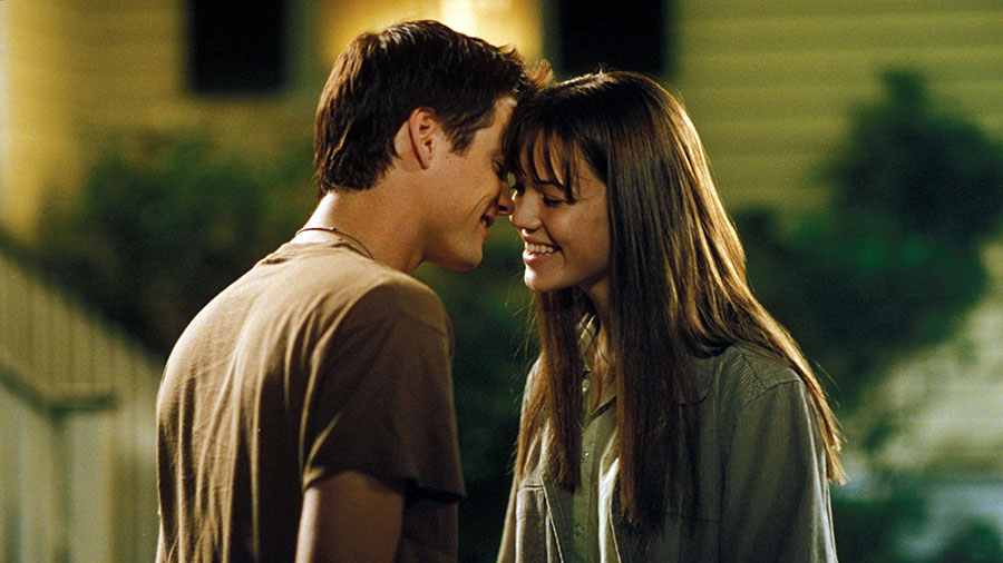 a walk to remember film review essay Essays related to a walk to remember 1 a walk to remember a walk to remember, in many ways a walk to remember  is one such movie.