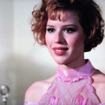 Molly Ringwald is getting back to her romantic comedy roots with a new Netflix movie!