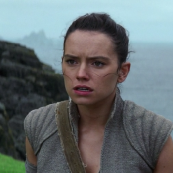 """One again, Josh Gad tries to get """"Star Wars"""" spoilers out of Daisy Ridley, and she is so done with him"""