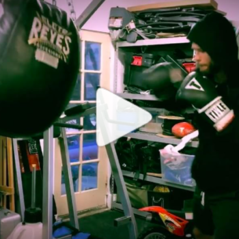 Here's Chris Hemsworth boxing for a straight minute, if you're into that sort of thing