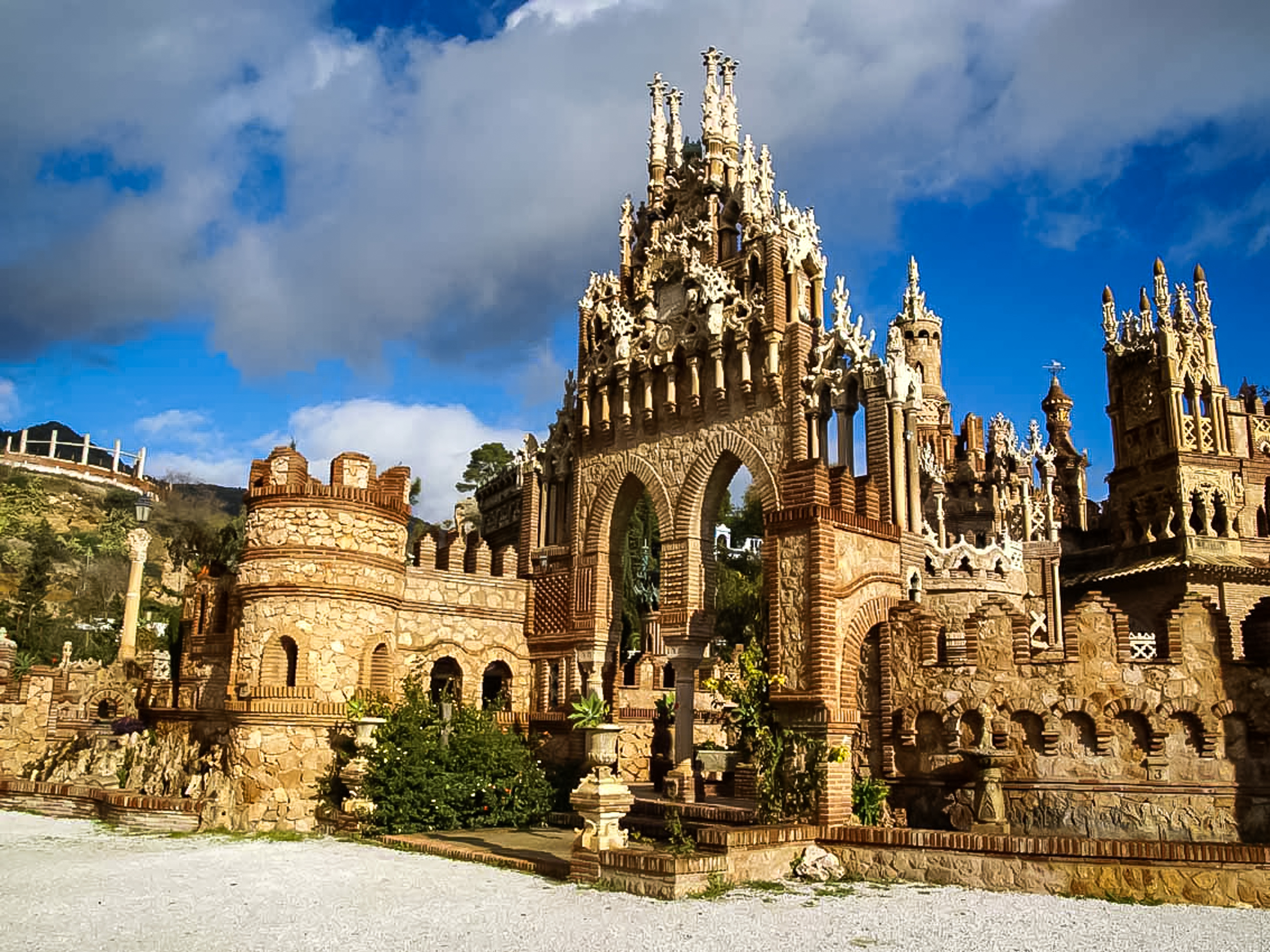 Pack your bags ASAP because you can now fly to Spain for under $350 round-trip