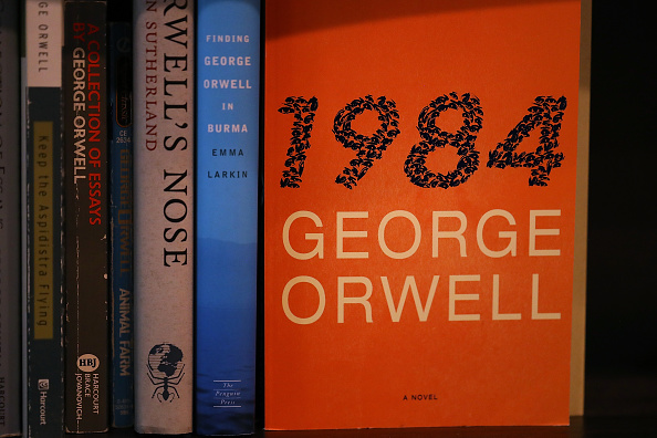 """An unknown hero is donating copies of """"1984"""" to a bookstore, hoping to inspire people to """"fight back"""""""