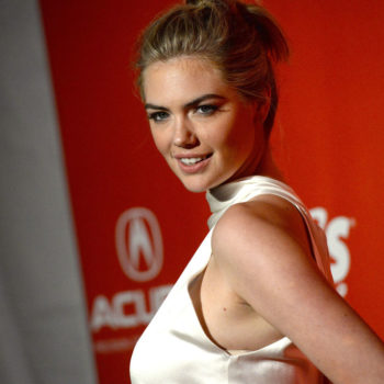 """Twitter points out the lack of swimsuits in Kate Upton's """"Sports Illustrated"""" covers, and they're right"""