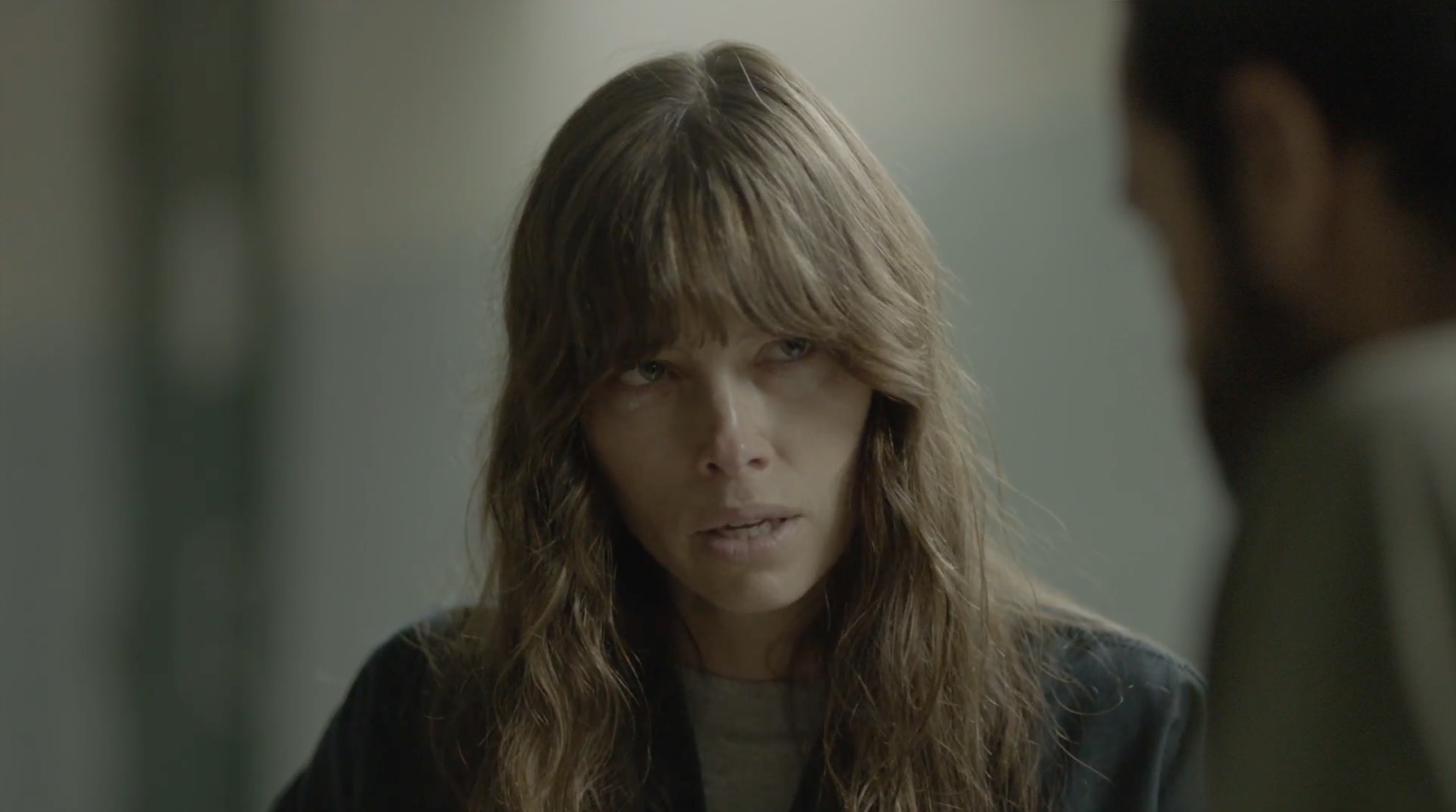 Jessica Biel is completely unhinged in the first trailer ...