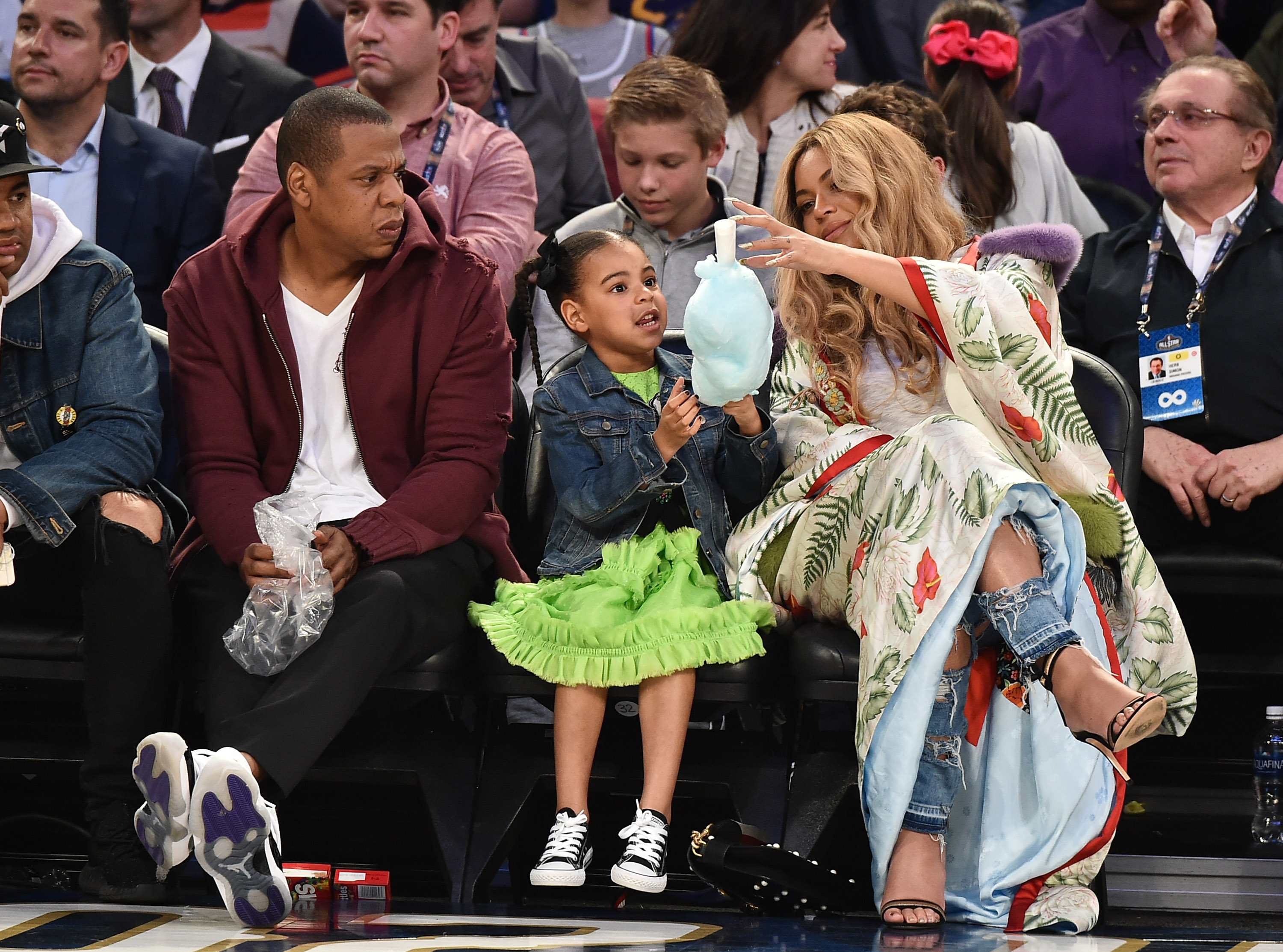 ba30e5410413f7 Beyoncé had a total blast sitting courtside with Blue Ivy at the NBA ...
