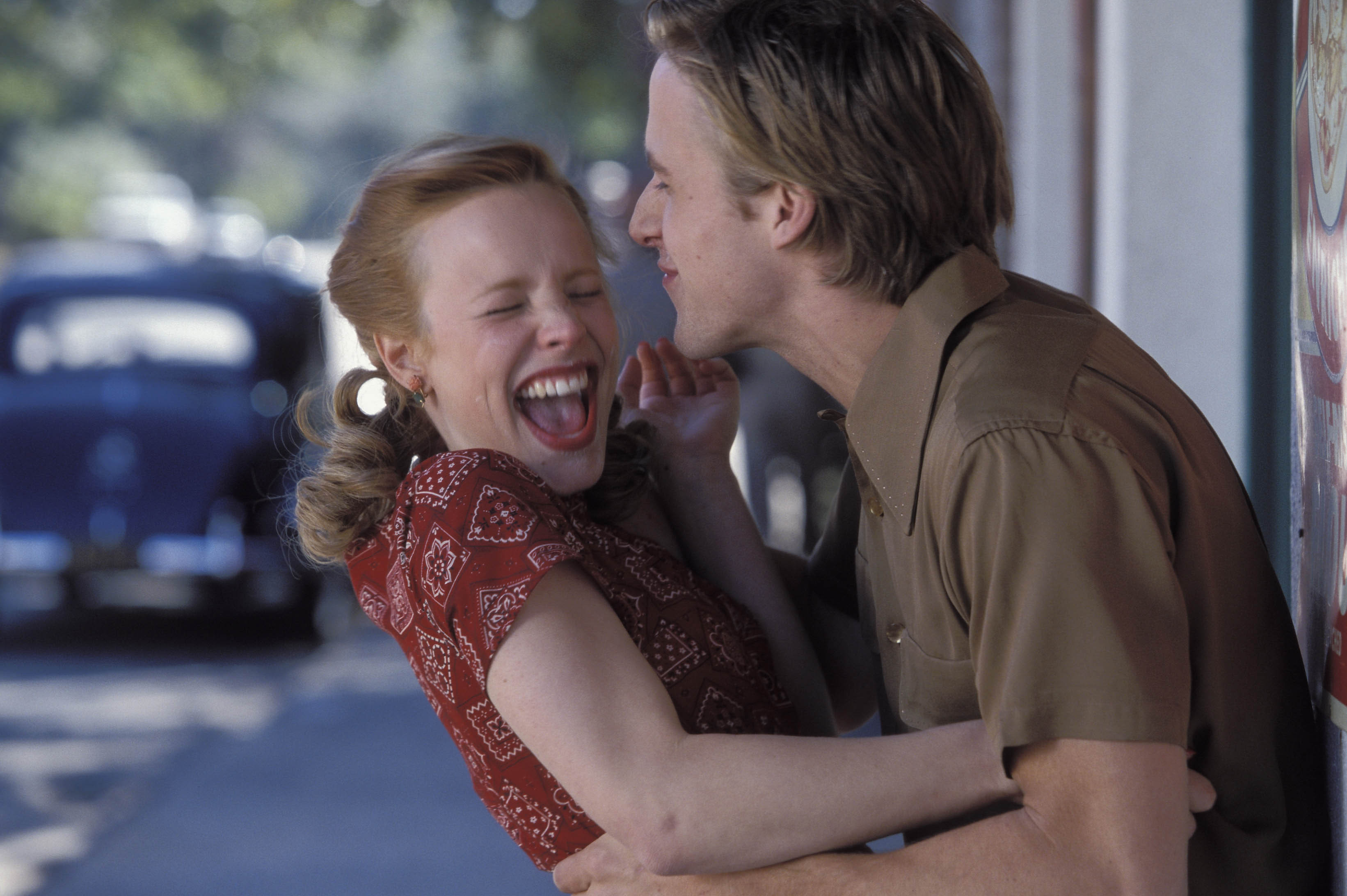 the note book Watch the notebook (2004) online free full movie putlocker the movie focuses on an old man reading a story to an old woman in a nursing home the story he reads follows two young lovers named allie hamilton and noa.