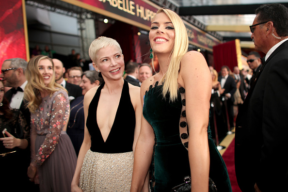 michelle williams and busy philipps set the bff bar high at the oscars red carpet hellogiggles. Black Bedroom Furniture Sets. Home Design Ideas