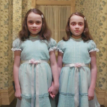 OMG, this dad pulled the best but totally creepy hotel prank with his twin daughters