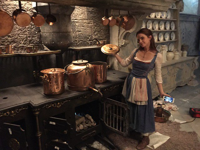Emma Watson S Behind The Scenes Quot Beauty And The Beast