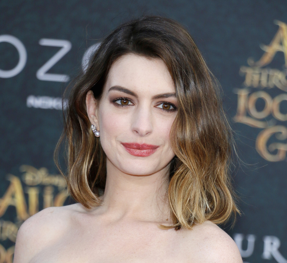 Anne Hathaway Ellen Drinking: This Is Everything On Anne Hathaway's Current Reading List