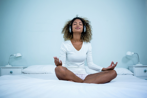 These are the reasons you should meditate before you go to sleep (even if  you've never tried it before) | HelloGiggles