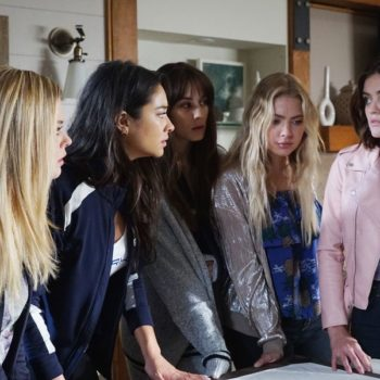 "So, there might be an explanation for all those ""Pretty Little Liars"" plotholes"